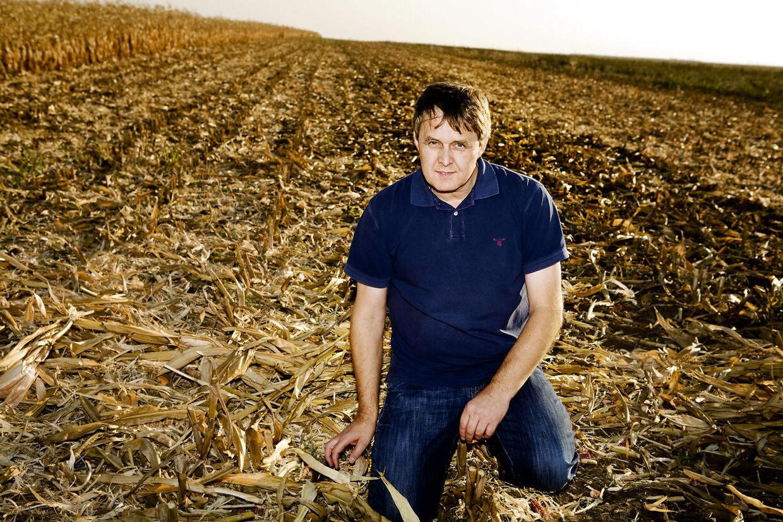 Svineavler Erik Jantzen har også haft succes med landbrug i Østeuropa. Her ses han på en majsmark i Rumænien.