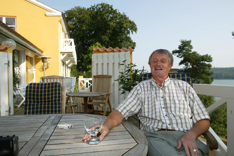 Lars Larsen, Jysk Sengetøjslager ved sit hjem i Sejs ved Silkeborg med Silkeborgsøerne som nabo. (foto ernst van norde/BT)