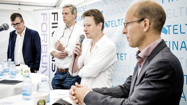Cheføkonom i Arbejderbevægelsens Erhvervsråd, Erik Bjørsted. Her med mikrofonen under en debat fra folkemødet på Bornholm i 2015. Fra venstre til højre ses: Ole Krohn, Helge Pedersen, Erik Bjørsted og Jesper Rangvid.