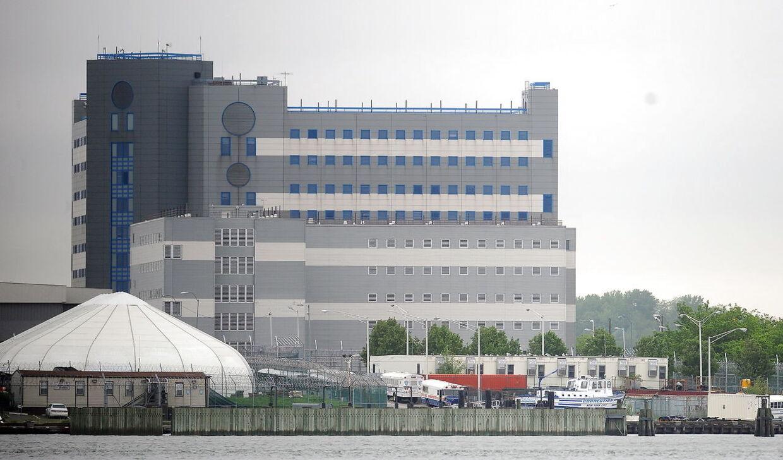 Rikers Fængslet i New York, som filminstruktører drager til, for at caste Buddy Duress, når han er i fængsel.