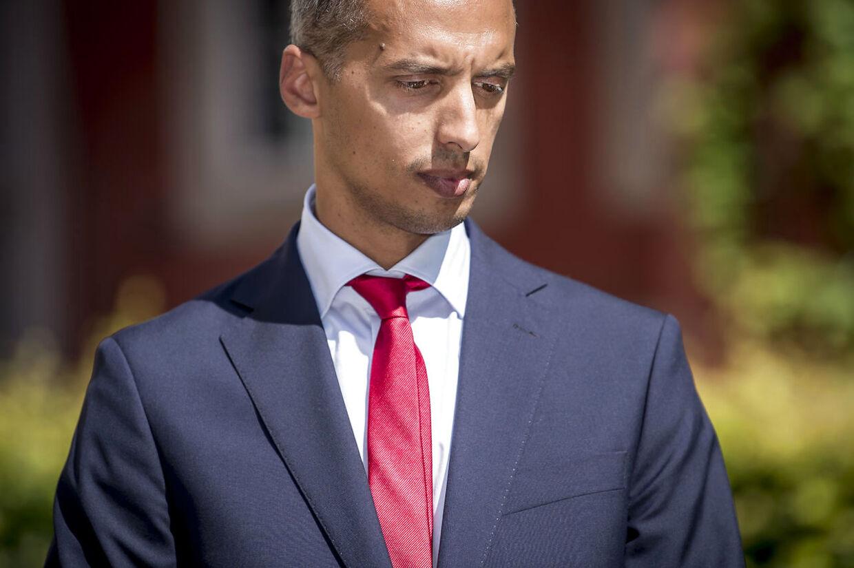 Mattias Tesfaye i det nye sæt tøj, han købte, da han før sommerferien blev minister. (Arkivfoto)