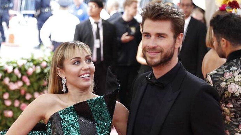 Miley Cyrus og Liam Hemsworth er her fotograferet sammen til dette års Met Galla.
