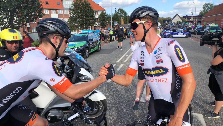 Rasmus Quaade og holdkammeraten Emil Vinjebo efter etapen.