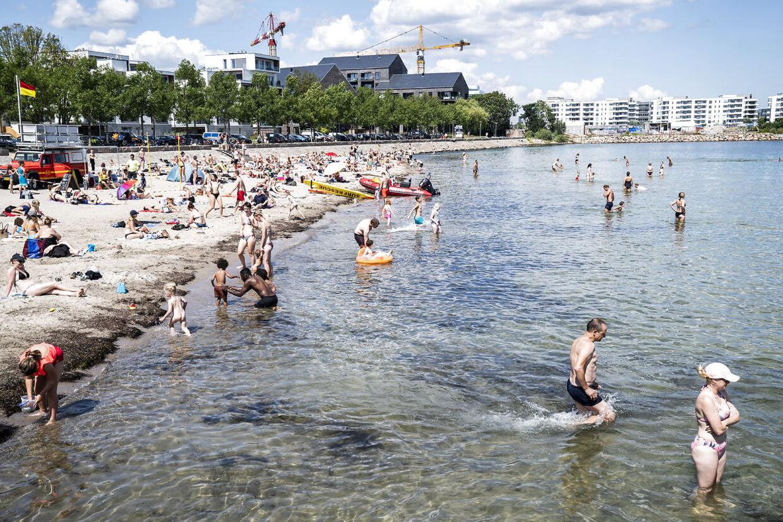 Søndag byder på perfekt strandvejr, lover DMI.