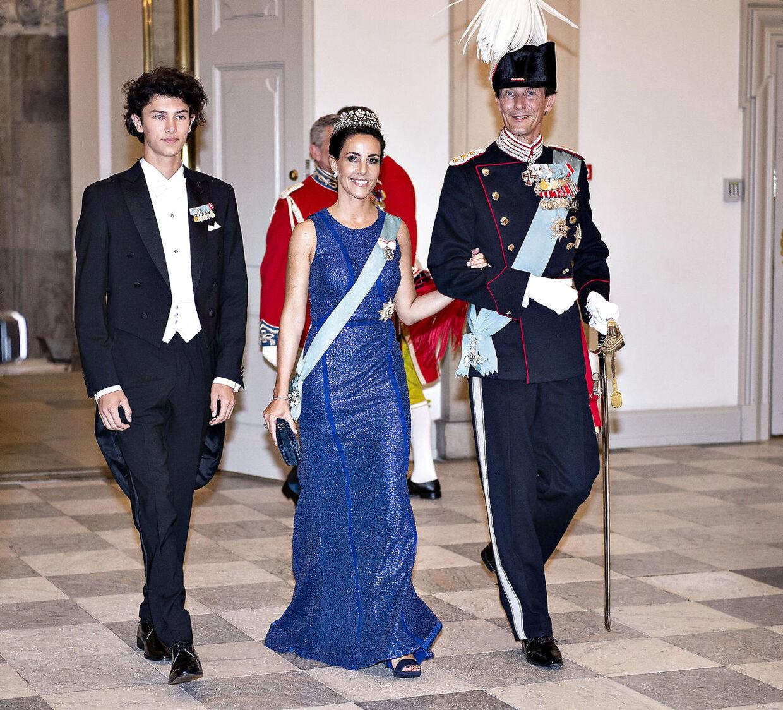 Siden prins Nikolai fyldte 18 år og blev myndig, har det været muligt for ham at deltage i officielle gallamiddage. Her ses han på Christiansborg Slot, da Kronprinsen i 2018 fyldte 50 år.