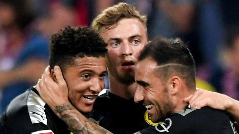 Jacob Bruun Larsen, i midten, jubler over en Borussia Dortmund-scoring.