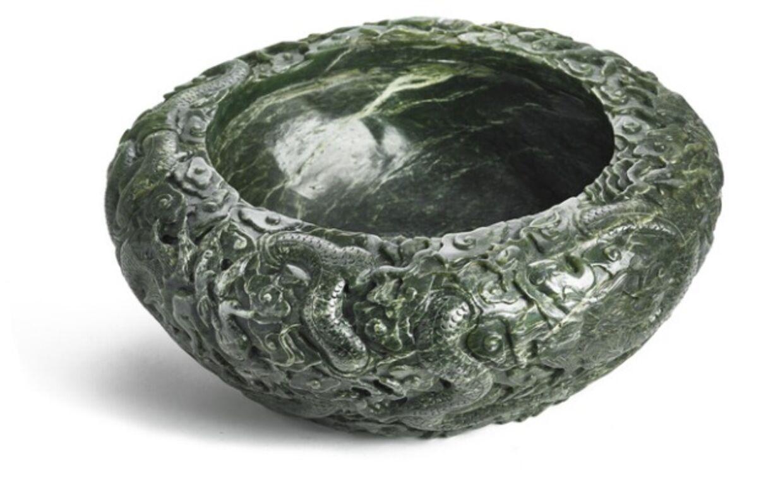 Dette fad af jadesten var den dyreste ting, der blev solgt på auktionen, og det gik til en pris på 160.000 kr.