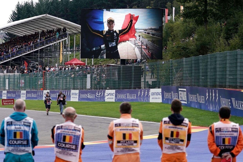 Anthoine Hubert omkom i en ulykke i Formel 2-løbet på Spa-banen i Belgien lørdag.