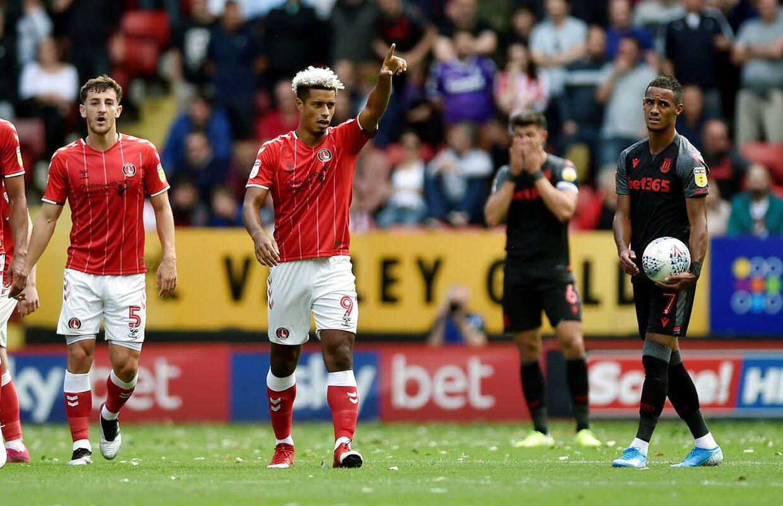 Lyle Taylor jubler efter scoringen mod Stoke City.
