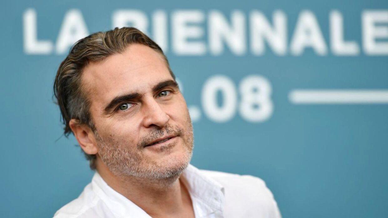 Joaquin Phoenix tabte 23 kilo for at spille Jokeren - til gengæld spås han nu en Oscar for bedste mandlige hovedrolle for sin præstation i filmen 'Joker'. (Foto: Scanpix)