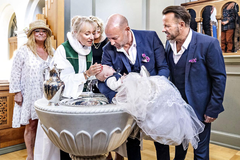 Præsten Kathrine Lilleør døber lille Lucas.