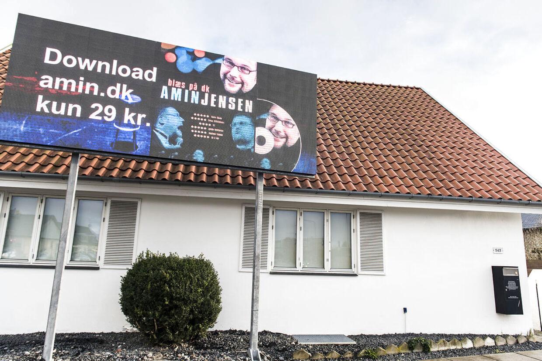 Amin Jensen forhenværende billboard ved huset ud til Gammel Køge Landevej i Hvidovre.