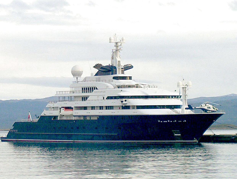 Paul Allen har fået flere bøder på grund af sin yacht. Blandt andet, fordi den ødelagde et koralrev.