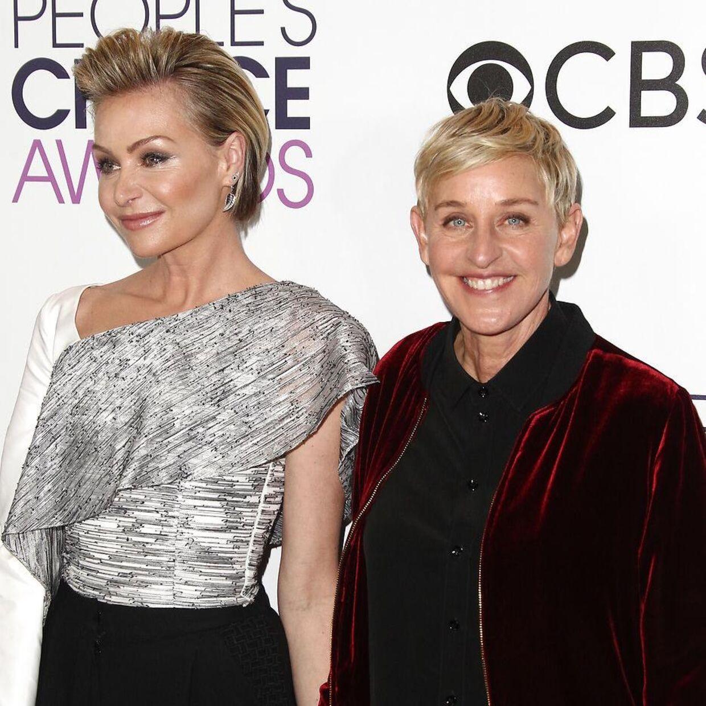 (Arkivfoto) Komiker Ellen DeGeneres (ril højre) med sin kone Portia de Rossived 'People's Choice Awards' 2017. . Tommaso Boddi / AFP