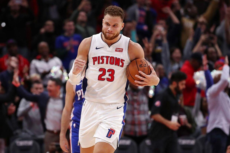 Blake Griffin som de fleste kender ham - med en basketbold i hånden i stedet for en mikrofon.
