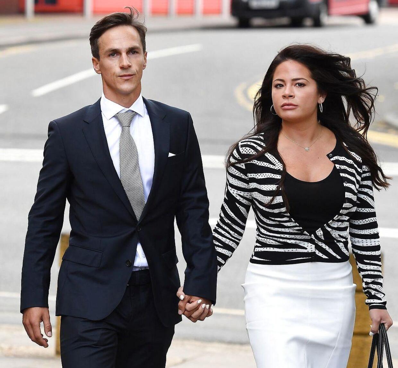 Den danske golfspiller Thorbjørn Olesen ankom hånd i hånd til retsmødet i Uxbridge Magistrates Court 21. august 2019 sammen med kæresten Lauren.