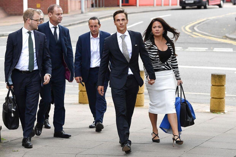 Thorbjørn Olesen på vej mod Uxbridge Magistrates Court ved det indledende retsmøde 21. august 2019.