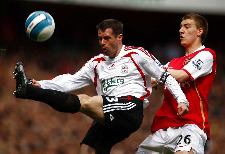 Jamie Carragher og Nicklas Bendtner i aktion for henholdsvis Liverpool og Arsenal tilbage i 2008.