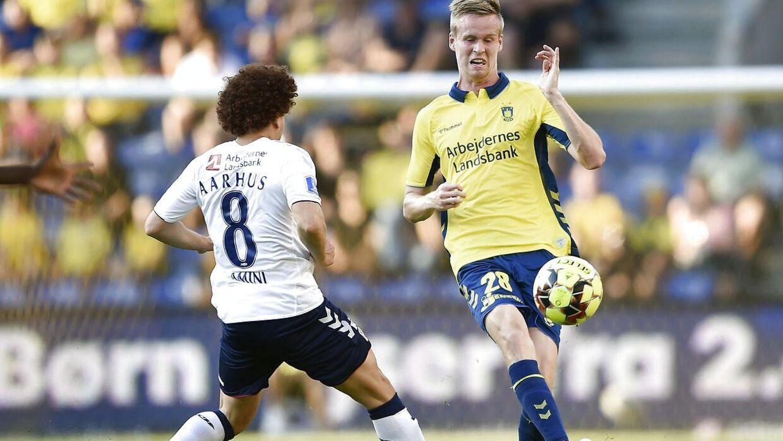 Anton Skipper (th.) er en af de unge spillere, der har fået chancen under Niels Frederiksen.