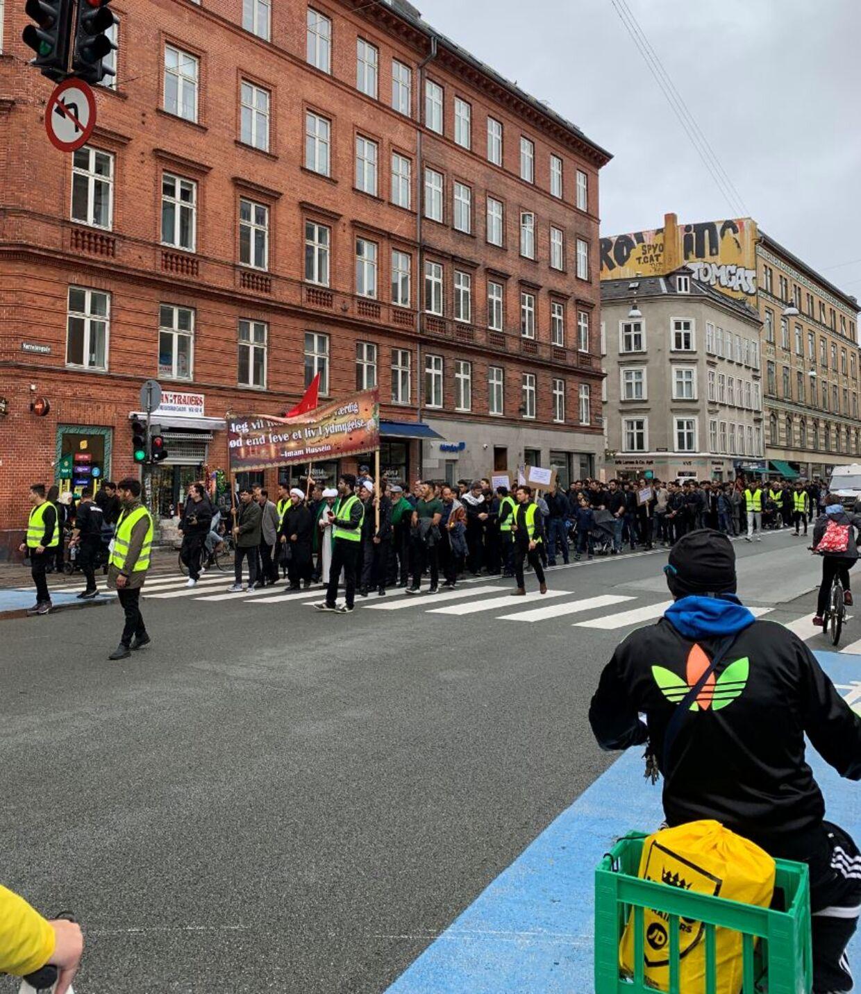 Ashura-optoget foregik - udover episoden med bussen - fredeligt.