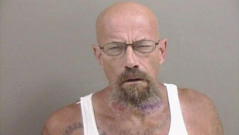 Her ses forbryderbilledet af den eftersøgte mand Todd W. Barrick Jr. på 50 år.