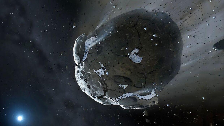 2000 QW7 passerer jorden natten til søndag. Den burde ikke udgøre en trussel for jorden, spår astronomer. Det er ikke 2000 QW7.