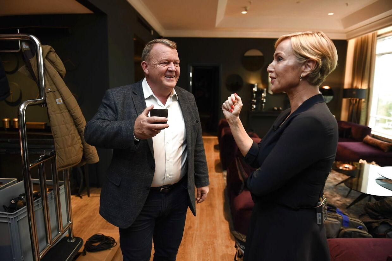 Lars Løkke Rasmussen hyggede sig med Natasja Crone fra TV2 Nyhederne forud for aftenens første interview.
