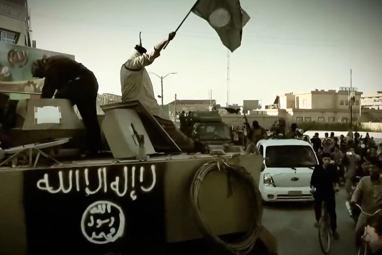 Islamisk Stat er i centrum i en straffesag, som mandag er indledt ved Københavns Byret. Anklagere vil afhøre vidner om deres oplevelser inde fra Islamisk Stat. Billedet er taget fra en propaganda-video udsendt af IS. (Arkivfoto) -/Ritzau Scanpix