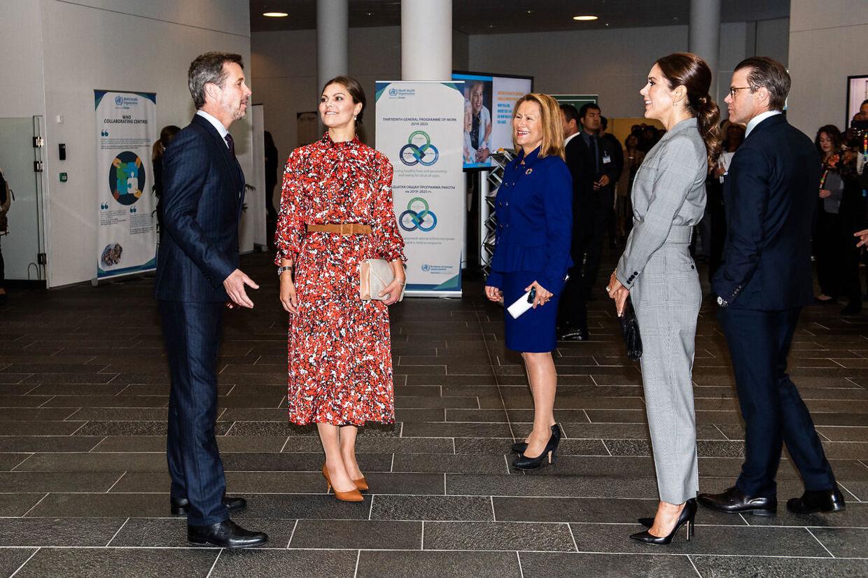 Kronprins Frederik og kronprinsesse Mary fotograferet sammen med deres svenske gæster i FN-Byen i Københavns Nordhavn.
