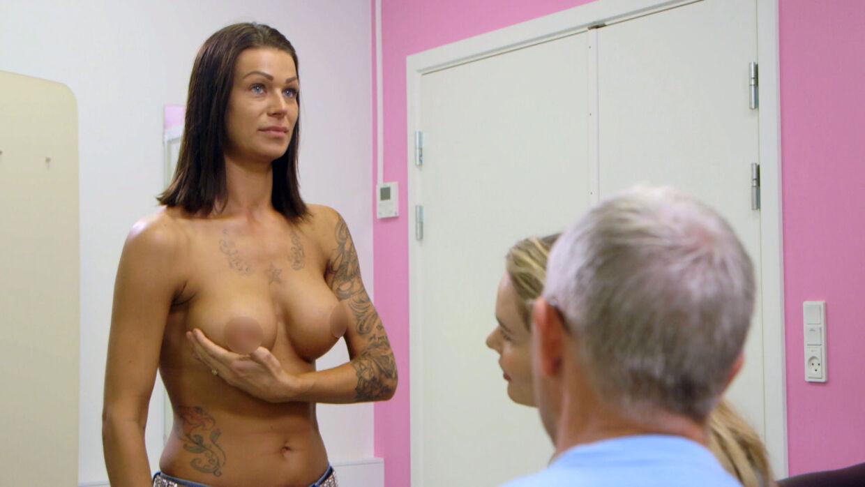 Natasja fortryder, at hun fik sine bryster lavet, og vil gerne have kirurgerne til at rette op på fejlene. (Foto: TV3)