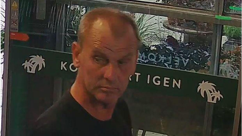 Østjyllands Politi efterlyser denne mand. Kender du ham, eller ved du hvor han opholder sig, så kontakt politiet på telefonnummer 114.