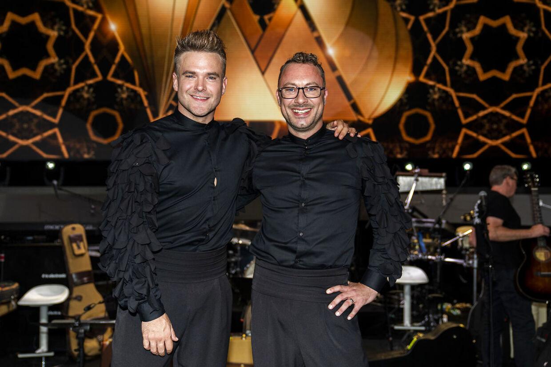 Fredag aften var Silas Holst (tv.) og Jakob Fauerby (th.) sammen på gulvet for første gang i 'Vild med dans'.