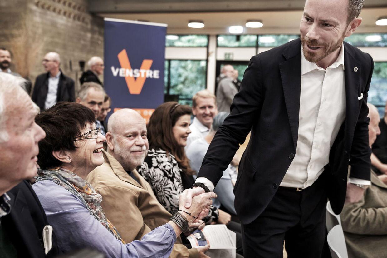 Jakob Ellemann-Jensen fotograferet ved et vælgermøde på Lyngby Gymnasium, hvor han deltager med de to næstformandskandidater, Inger Støjberg og Ellen Trane Nørby.