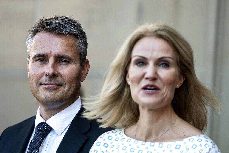 NyMinisterrokade på Amalienborg 9.8.2013, Henrik Sass Larsen og Helle Thorning Schmidt. Scanpix 2013.