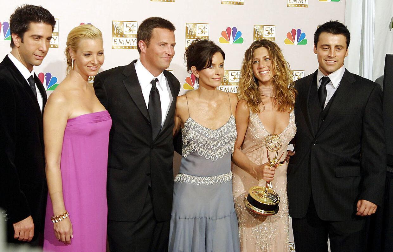 De seks hovedpersoner i 'Venner'-serien i 2002. Fra højre er det David Schwimmer, Lisa Kudrow, Matthew Perry, Courtney Cox, Jennifer Aniston og Matt LeBlanc.