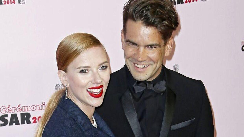 Scarlett Johansson i 2014 med sin eksmand Romain Dauriac.