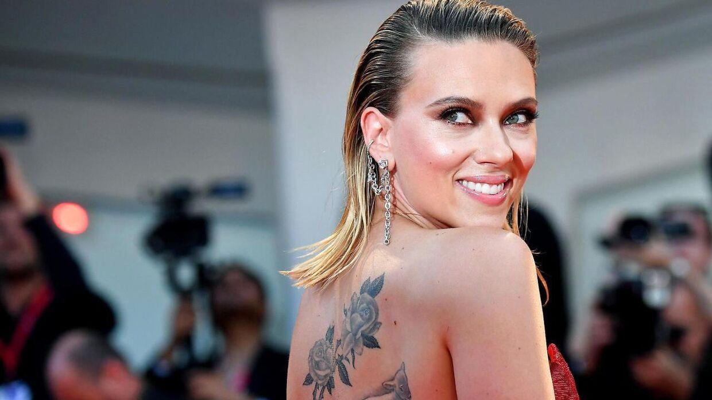 Scarlett Johansson fremviste sine tatoveringer ved premieren på 'Marriage Story' under filmfestivalen i Venedig.