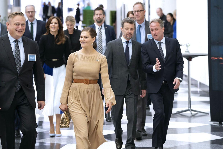 Kronprinsesse Mary, kronprinsesse Victoria og kronprins Frederik ankommer til Business Forum hos Dansk Industri i København, onsdag den 18. september 2019.