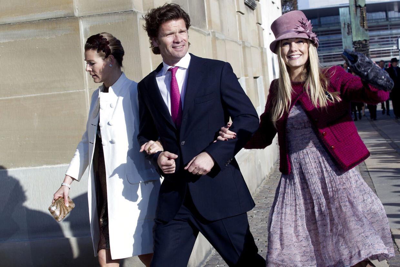 Caroline Fleming har tidligere været med til alle kronprinsesseparrets fester. Her ankommer hun til prins Vincent og prinsesse Josephines barnedåb sammen med Johan Wedell-Wedellsborg og hans kone, Rebecca Wedell-Wedellsborg.