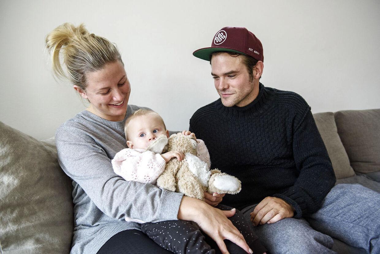 Silas Holst med sin dengang et-årige datter og veninden Louise, som er mor til begge Silas Holsts børn.