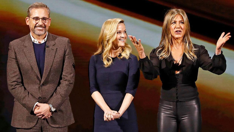 Skuespillerne Steve Carell, Reese Witherspoon og Jennifer Aniston under Apples store lancering i marts, hvor også tv-serien 'The Morning Show' blev præsenteret.