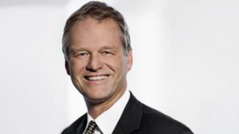 Partner Anders Valentiner-Branth fra firmaet Nielsen Nørager bad om, at juridisk chef i Københavns Kommune Malene Møller Ruszkai skulle ordne et forskudshonorar på 100.000 kroner.