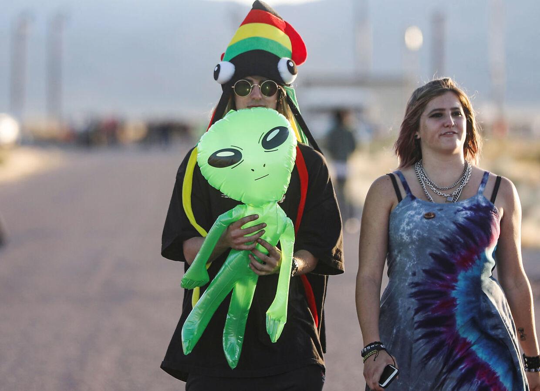 Flere enten klædte sig ud som aliens eller havde en med.
