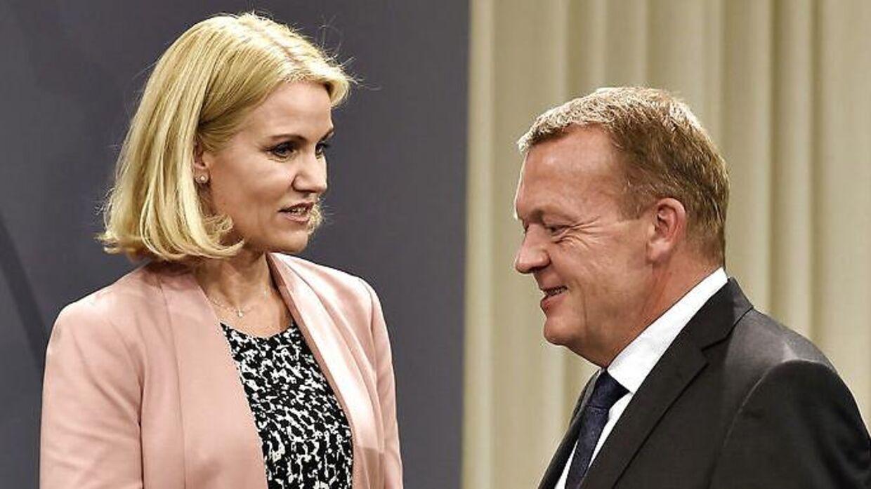 Arkivfoto. Helle Thorning-Schmidt overdrog Statsministeriet til Lars Løkke Rasmussen i 2015.