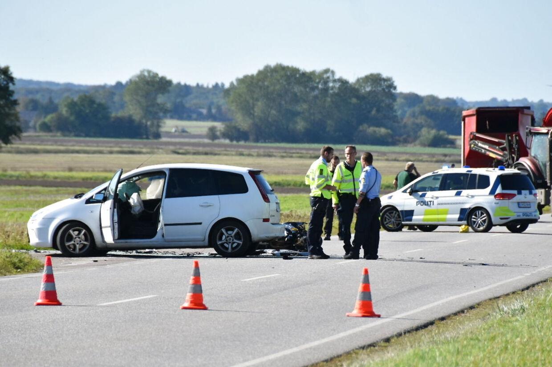 Politi og ambulancer rykkede søndag rykket ud til Ringstedvej nord for Haslev til en alvorlig trafikulykke. Presse-Fotos.dk/Ritzau Scanpix