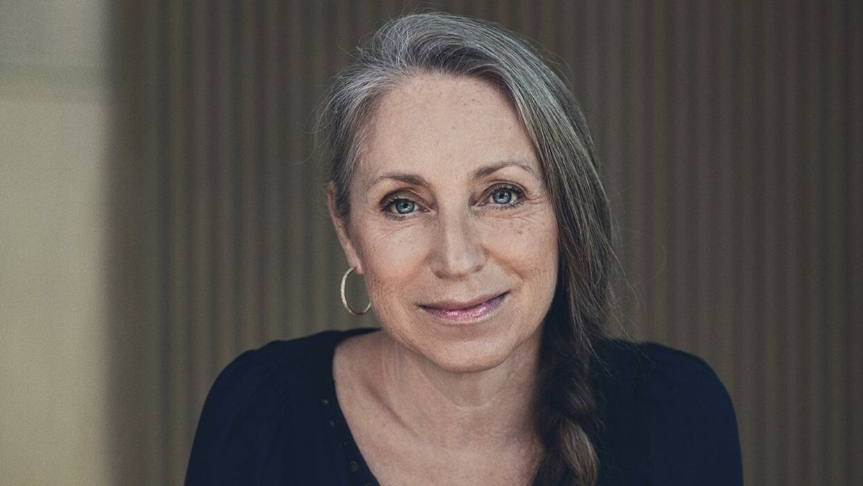 Ann Lehmann Erichsen er forbrugerøkonom hos Nordea. Hun opfordrer til at 'starte forfra,' hvis man som kunde vil undersøge, om der kan spares på tv-udgifterne.