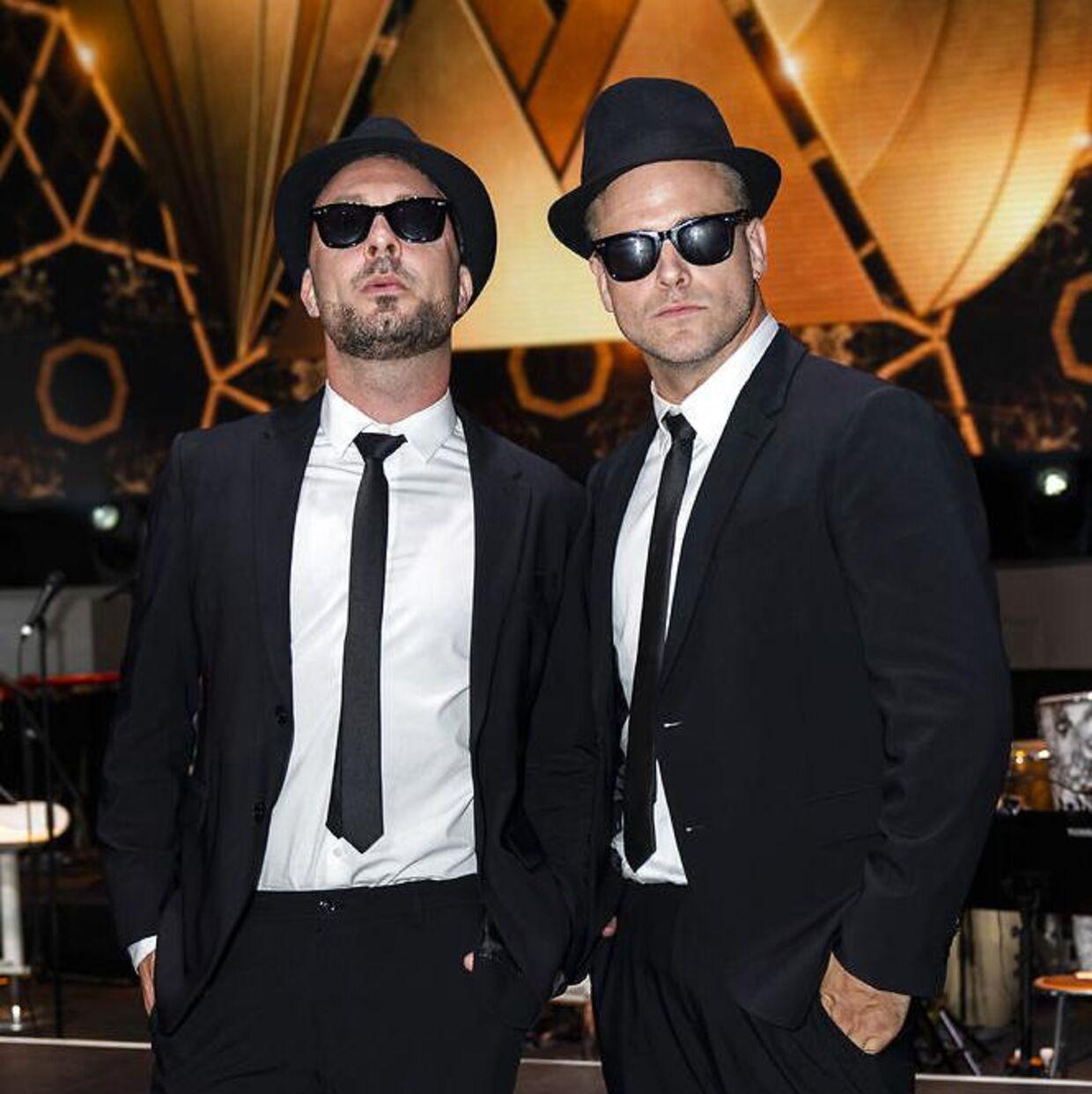 Skuespiller og instruktør Jakob Fauerby og Silas Holst som to 'Blues brothers.'