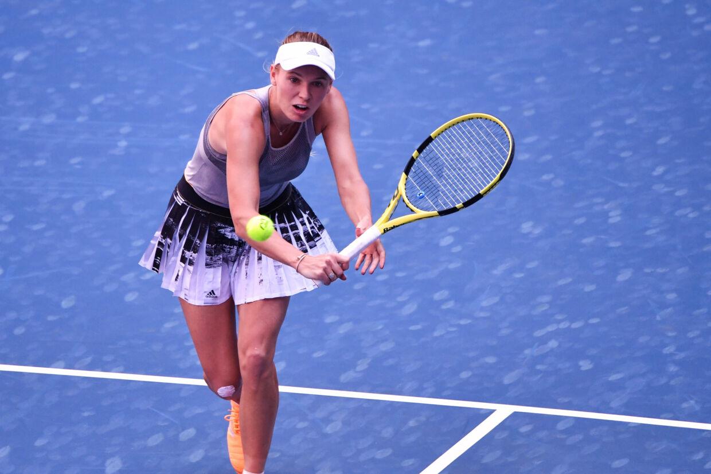 Caroline Wozniacki var mandag i aktion i første runde i China Open, og det endte med en sikker sejr i to sæt over amerikaneren Lauren Davis. (Arkivfoto) Hector Retamal/Ritzau Scanpix