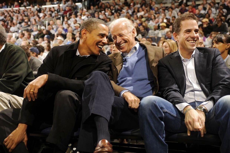 Daværende vicepræsident Joe Biden fotograferet mellem daværende præsident Obama og sønnen Hunter Biden.