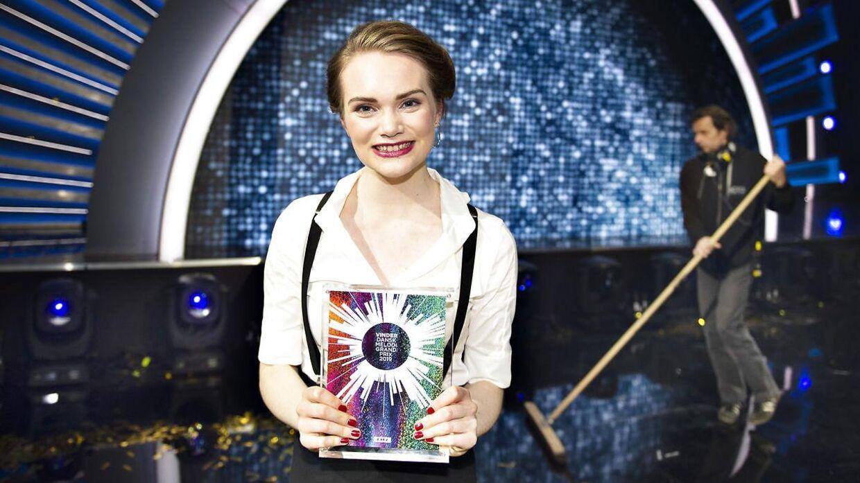 Sidste års vinder Leonora med 'Love is forever'.